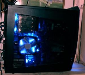 Das kleine links oben ist mein CPU - Kühler. ;-)